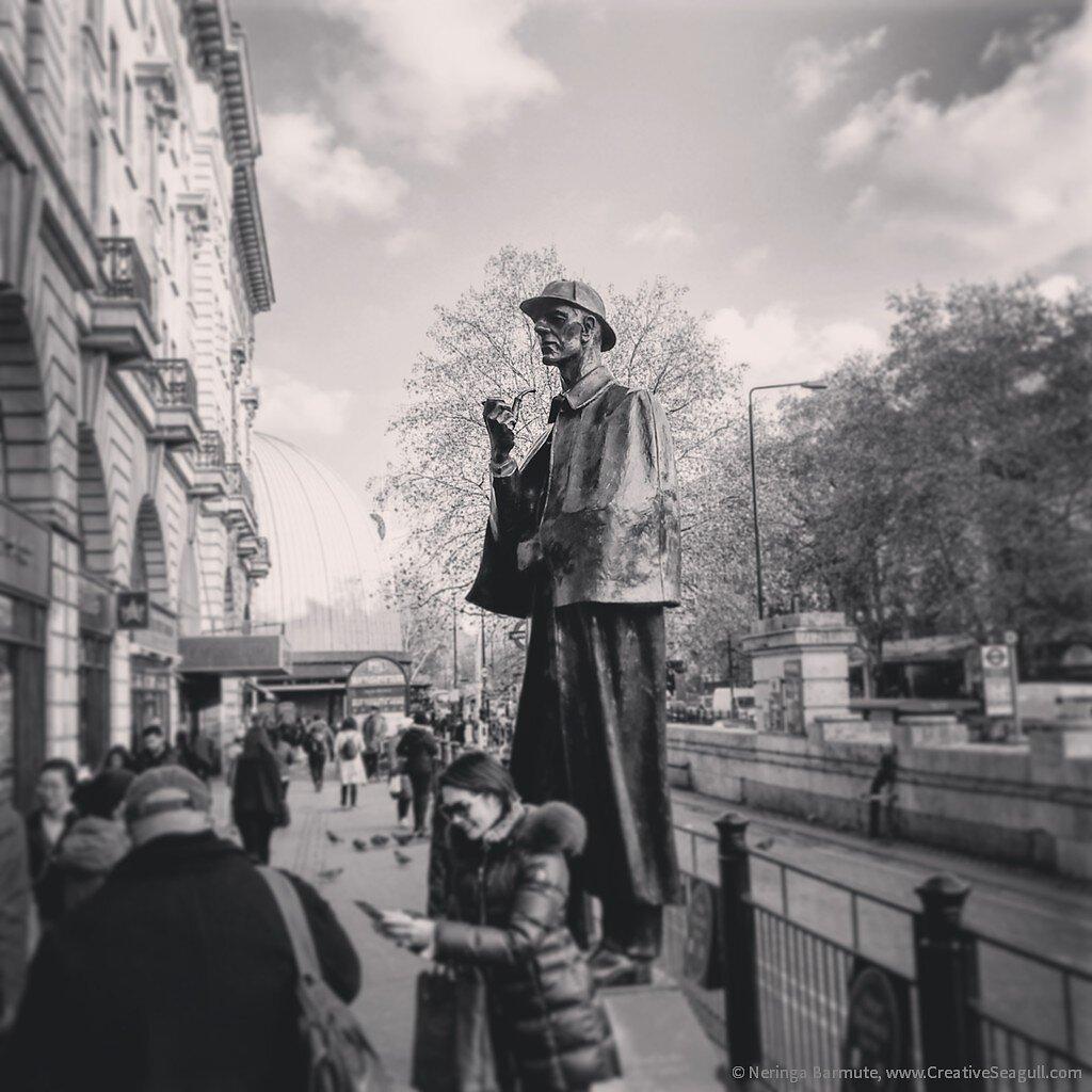 Sherlock-Holmes-statue.jpg